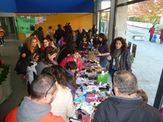 200 people attend the Puppets Market in Mirasur College in Pinto (Madrid)-img1