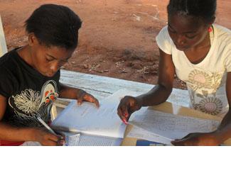 Graduats 887 nous professors a Angola-img2