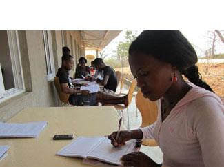 Graduats 887 nous professors a Angola-img1