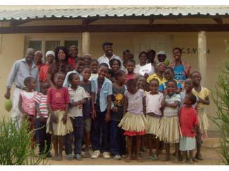 Millorant les condicions de vida de 150 orfes i òrfenes de Djonasse, a Moçambic-img3