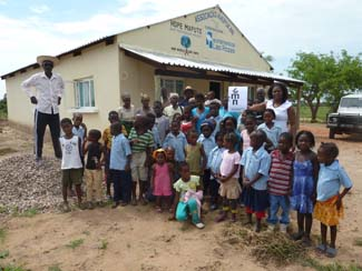Mejorando las condiciones de vida de 150 huérfanos y huérfanas de Djonasse, en Mozambique-img1