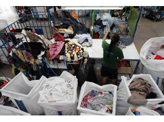 The weather turns cold, what are you waiting to donate your used clothing?-img3