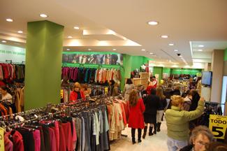 Humana obre la seva vuitena botiga de roba de segona mà a Madrid per a cooperació al desenvolupament-img2