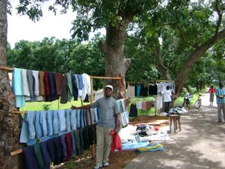 La ropa usada, motor económico a nivel local en África-img1