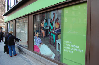 Tenth store in Madrid used clothing for cooperation-img1