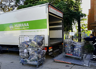Humana collaborates again with the CIE of Madrid donating clothes for 150 people-img2