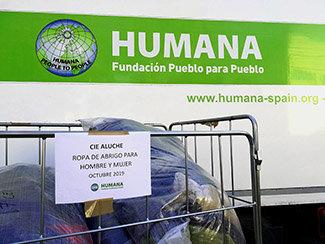 Humana collaborates again with the CIE of Madrid donating clothes for 150 people-img1