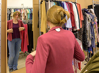 Buying secondhand clothes avoids the annual consumption of millions of new garments in Spain-img2
