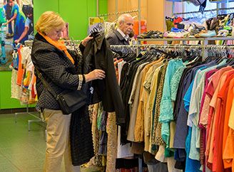 Buying secondhand clothes avoids the annual consumption of millions of new garments in Spain-img3